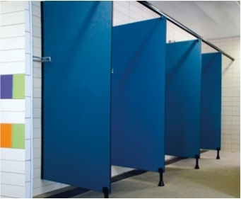 מחיצות הפרדה בין תאי מקלחות